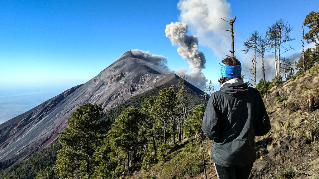 All you need to know before climbing volcano Acatenango(3976m). An amazing and though volcano adventure with lava views