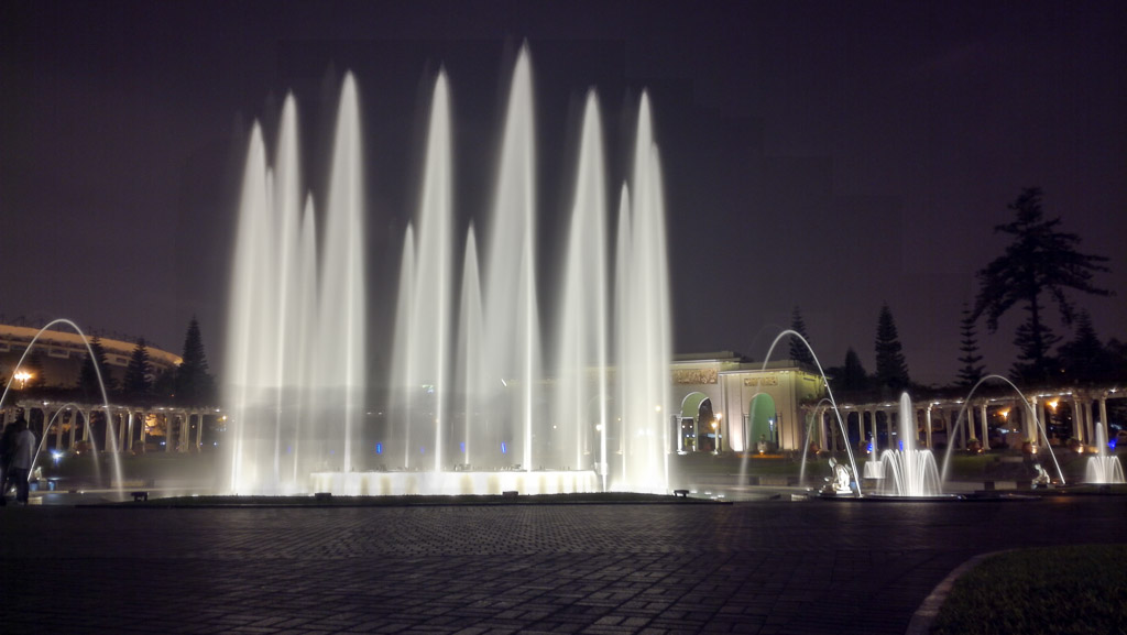 Magic circuit fountain show Lima Peru Guide
